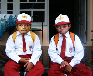 http://rifqiblog.files.wordpress.com/2011/01/nurdin-dan-gayus.jpg